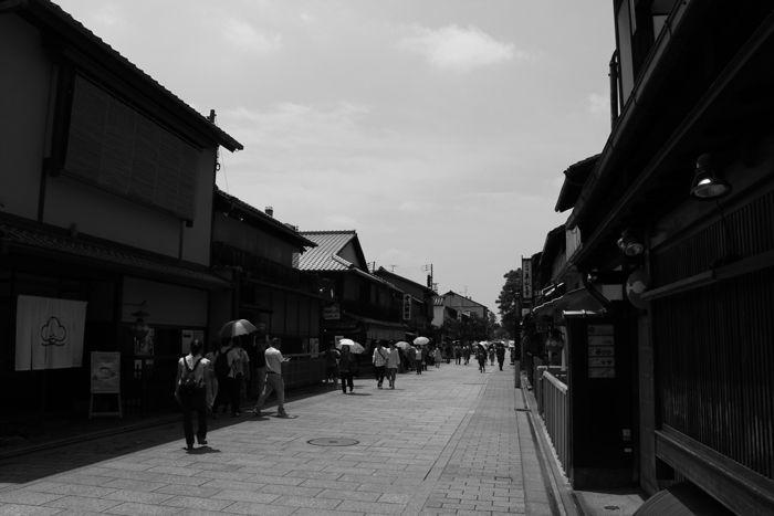 京都・東山区・【モノクロさんぽ】花見小路界隈20150624-1