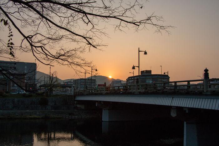 京都・下京区・国道1号線・五条大橋20170105-1