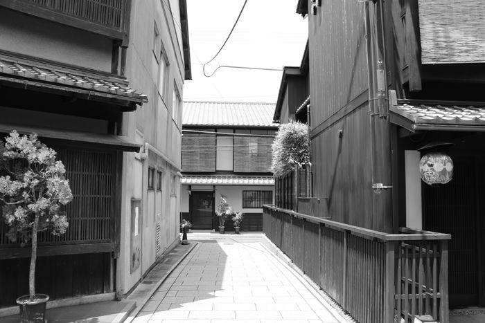 京都・東山区・【モノクロさんぽ】花見小路界隈20150624-8