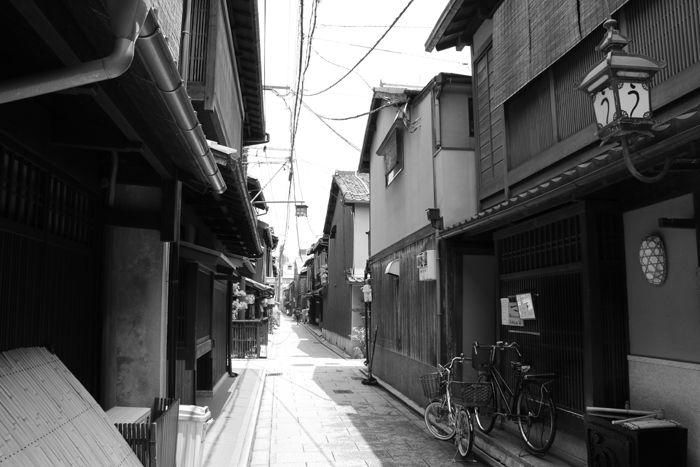 京都・東山区・【モノクロさんぽ】花見小路界隈20150624-9