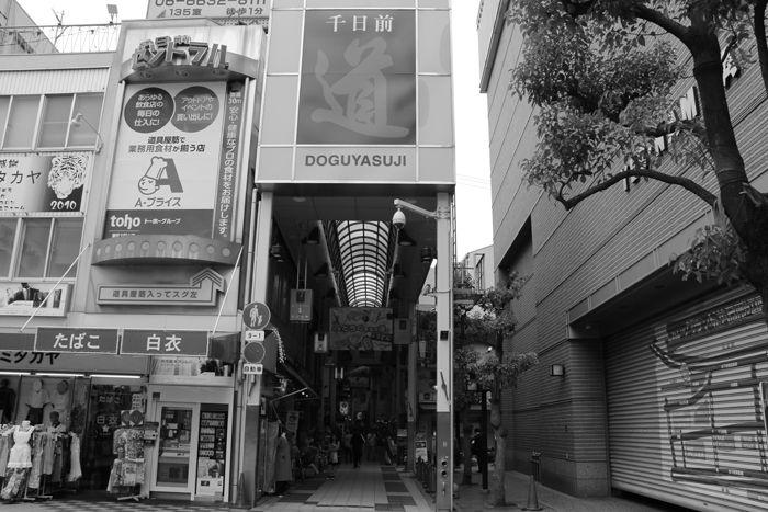 大阪・中央区・【モノクロさんぽ】千日前道具屋筋商店街20150623-1