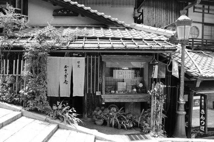 京都・東山区・【モノクロさんぽ】八坂神社~産寧坂界隈20150624-13
