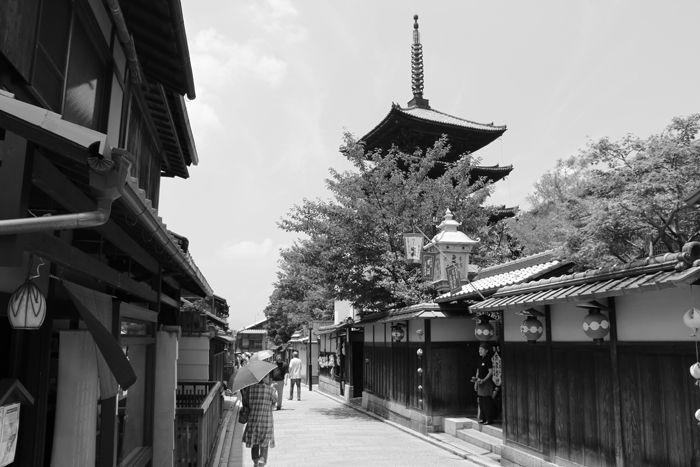 京都・東山区・【モノクロさんぽ】八坂神社~産寧坂界隈20150624-10