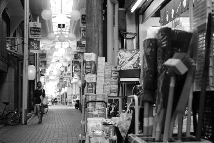 京都・東山区・【モノクロさんぽ】古川町商店街20150624-6