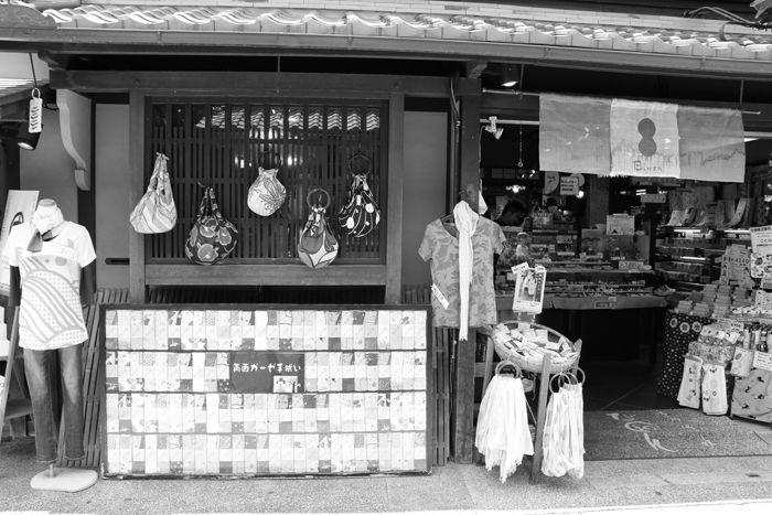 京都・東山区・【モノクロさんぽ】八坂神社~産寧坂界隈20150624-7