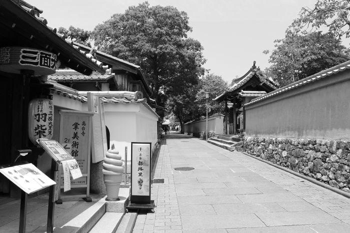 京都・東山区・【モノクロさんぽ】八坂神社~産寧坂界隈20150624-18