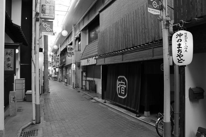 京都・東山区・【モノクロさんぽ】古川町商店街20150624-5