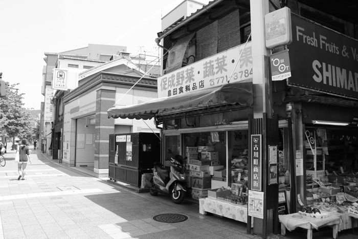 京都・東山区・【モノクロさんぽ】古川町商店街20150624-7