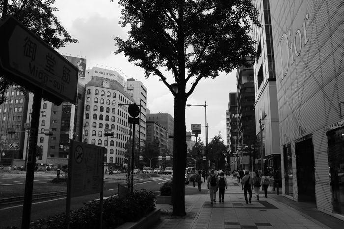 大阪・中央区・御堂筋・【モノクロさんぽ】新橋交差点20150623-4