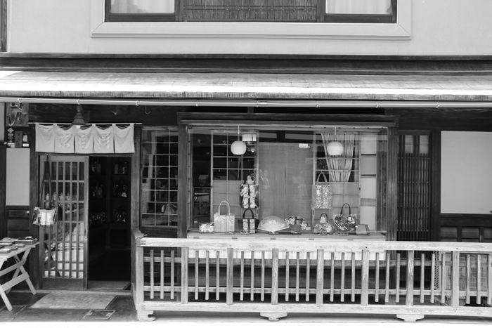 京都・東山区・【モノクロさんぽ】八坂神社~産寧坂界隈20150624-5