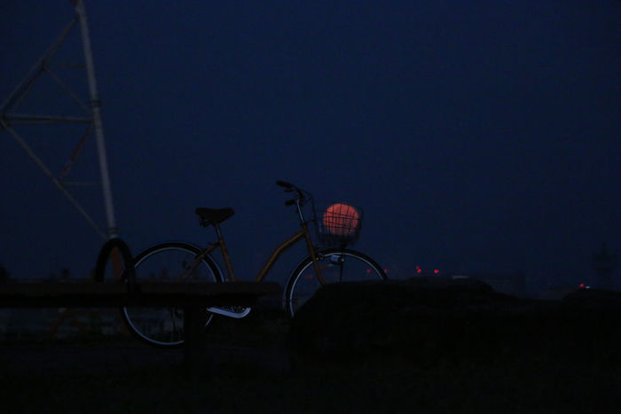 大阪・枚方市・山田池公園(夜明けの満月)20150928-1