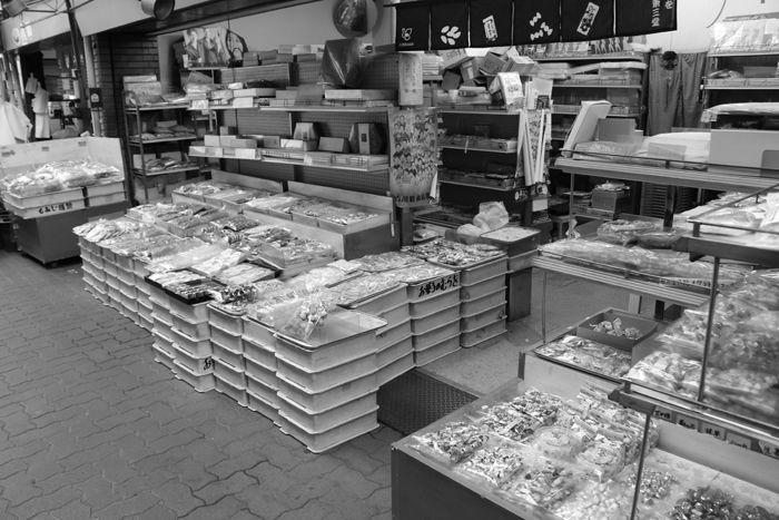 京都・東山区・【モノクロさんぽ】古川町商店街20150624-2