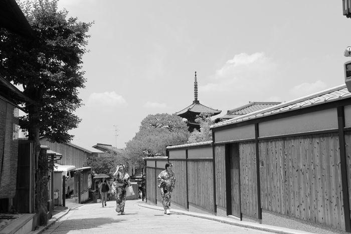 京都・東山区・【モノクロさんぽ】八坂神社~産寧坂界隈20150624-8