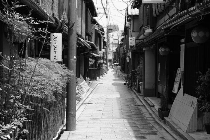 京都・東山区・【モノクロさんぽ】花見小路界隈20150624-10