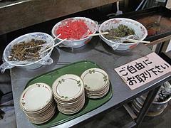 4店内:お漬物コーナー@ラーメン居酒屋・しば家・春日