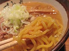 9ランチ:味噌ラーメン麺@札幌味噌ラーメン・すみれ・博多店