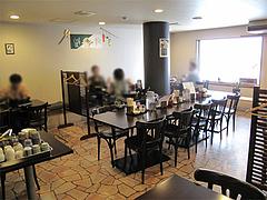 店内:テーブル席30席@とまと家・博多区綱場町
