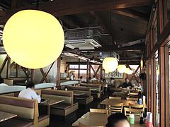 店内:テーブル席@華さん食堂・半道橋