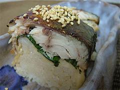 焼き鯖寿司のアップ