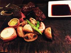 9仏ビュルゴー家シャラン産窒息カモ胸肉のロースト@アニオン