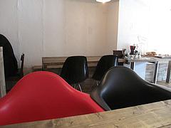 1店内:テーブル席@カフェバー・ヒミツキッチン・清川