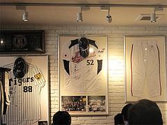 4店内:野球ユニフォーム@ピザとパスタの店・らるきい・大手門