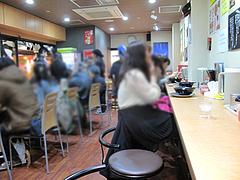 5店内:カウンター@長浜ナンバーワン・ラーメン・博多駅デイトス店