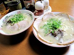 料理:チャーシューメンとラーメン@博多めんとく屋ラーメン