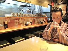 2店内:カウンターとテーブル席@博多中華そば・まるげん・平尾