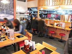 4店内:カウンター・テーブル@博多一幸舎・太宰府インター店