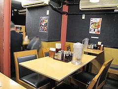 店内:テーブル席@ラーメン・博多一幸舎・博多本店