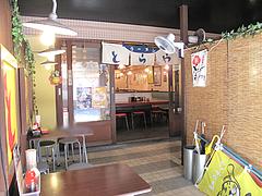 店内:オープン席@ラーメンとらや渡辺通り店
