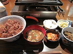 8ランチ:牛肉の淡煮丼定食680円@柳橋もつ元・柳橋連合市場