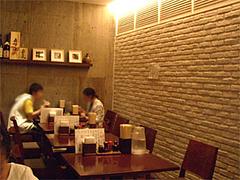 テーブル席@泰元食堂・福岡市中央区赤坂