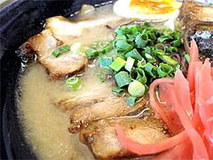 料理:白らぁめん肉いっぱい@一龍・福岡県春日市