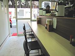 2店内:カウンター8席@かずのかすうどん・博多駅南