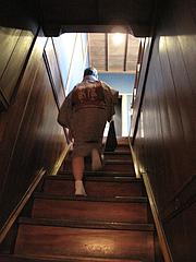 店内:階段@博多織デベロップメントカレッジ・松楠居・やぶ金