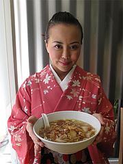 1ランチ:湯麺(特製ラーメン)500円の大きさ@にい好(ニイハオ)朋友・六本松