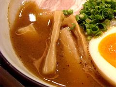 博多元助の特製中華そばプレミアムのスープ@ラースタ(ラーメンスタジアム2)