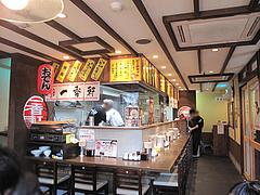 店内:カウンターとテーブル@長崎ちゃんぽん・らーめん・一香軒・天神