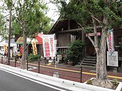 外観:隣はカラオケ・パーティーパーク@元祖長寿らーめん・城南区堤