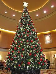 店内:ホテルロビーのクリスマスツリー@バロン・オークラ・バー・ホテルオークラ福岡