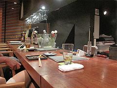 2店内:カウンター席@焼鳥・sumiyaki燈(炭焼きあかり)・丸太町・京都