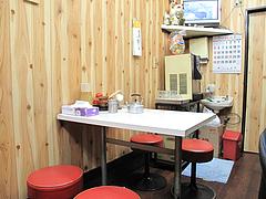 店内:テーブル席@ラーメンつるや・大名