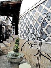外観:入り口のオブジェ@夢空間はしまや・カフェ・倉敷
