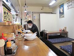 店内:カウンターと小上がり@麺屋・多吉・大橋