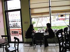店内:窓際のテーブル@インターネットカフェ『キャットクレア CAT CREA』・グアム