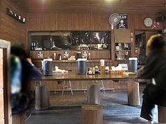 16店内:カウンターと大テーブル@麺家ブラックピッグ・佐賀