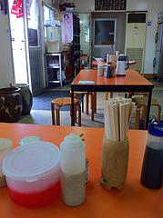 店内:テーブル@長浜ラーメンぶんりゅう・那の津