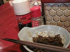 店内:卓上の辛子高菜@居酒屋ごっつぉ屋 マル吉(まる吉・○吉)・高砂